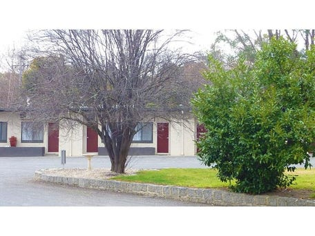 Castlemaine, address available on request