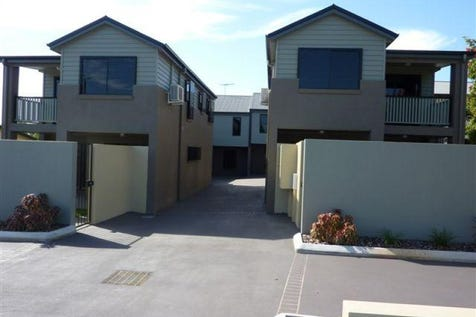 3/220 Oxley Avenue, Margate, 4019, Northern Brisbane - Townhouse / URGENT PRICE REDUCED TO $410,000.00!!!!   LIVE ON THE BEAUTIFUL REDCLIFFE PENINSULA STROLL ALONG THE BEACHFRONT FORESHORE OH WHAT SERENITY!!!!! / Balcony / Courtyard / Fully Fenced / Outdoor Entertaining Area / Garage: 1 / Remote Garage / Dishwasher / $410,000
