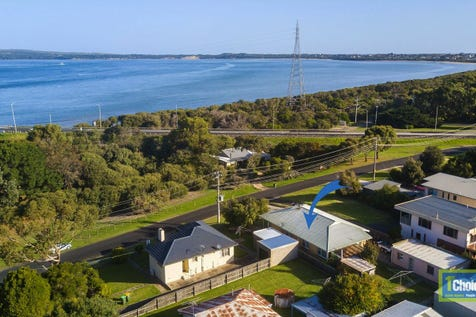 7 Beach Cres, Newhaven, 3925, Gippsland - House / PRIME POSITION! HOME WITH BOAT MOORING / Garage: 4 / $640,000