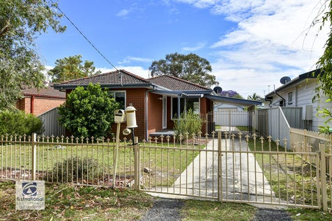30 Dorothy Avenue, Woy Woy, 2256, Central Coast - House / CUTE COTTAGE PLUS SELF-CONTAINED SLEEPOUT / Fully Fenced / Carport: 1 / Air Conditioning / $690,000