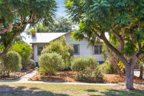 12 Mary Crescent, Eden Hill, 6054, North East Perth - House / ** UNDER OFFER ** / Garage: 1 / Air Conditioning / Built-in Wardrobes / P.O.A
