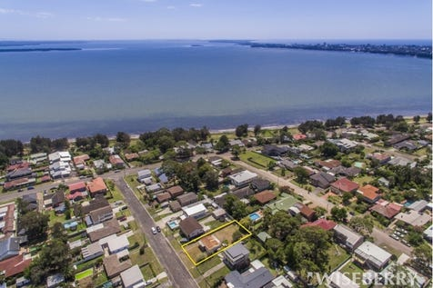 10 George Hely Crescent, Killarney Vale, 2261, Central Coast - House / Lakeside Opportunity - Renovate or Detonate? / Garage: 1 / P.O.A