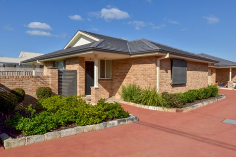 2/30-32 Farnell Road, Woy Woy, 2256, Central Coast - Villa / Near new, immaculate front villa / Garage: 2 / $690,000