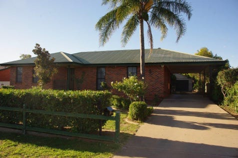 84 Montefiores Street, Montefiores, 2820, Central Tablelands - House / Perfect Blend of Lifestyle & Location! / Garage: 2 / Air Conditioning / $319,750