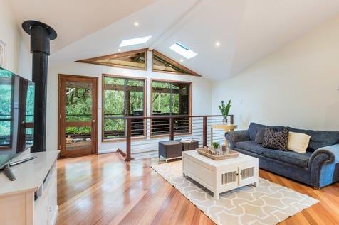 10 Oakglen Road, North Gosford, 2250, Central Coast - House / Convenient, Spacious & Quiet / Carport: 2 / Living Areas: 2 / Toilets: 3 / $670,000
