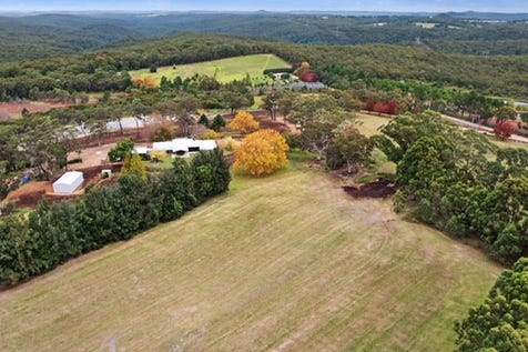 187 Konda Road, Somersby, 2250, Central Coast - Acreage/semi-rural / City comforts with quiet rural environment – adjoining National Park. / Outdoor Entertaining Area / Shed / Garage: 4 / Broadband Internet Available / Built-in Wardrobes / Dishwasher / Ducted Cooling / Ducted Heating / Floorboards / Open Fireplace / $2,950,000