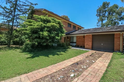 16 Uralla Circuit, Kelso, 2795, Central Tablelands - House / SIMPLY STUNNING / Garage: 1 / $375,000