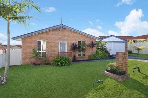 15 Woodside Court, Lake Haven, 2263, Central Coast - House / Neat Package in an Ideal Location / Courtyard / Carport: 2 / $429,000