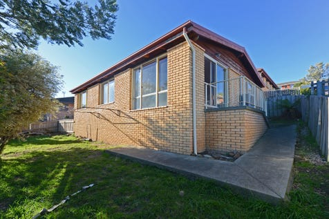 2/62 Lennox Avenue, Lutana, 7009, Central Hobart - Unit / Contract fallen over!! Third time lucky. / Carport: 1 / Toilets: 1 / $265,000