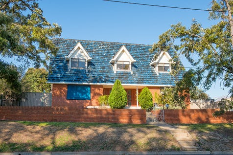 115 Herbert Street, Gulgong, 2852, Central Tablelands - House / Charming Cape Cod Cottage / Garage: 3 / Air Conditioning / Built-in Wardrobes / Ensuite: 1 / $385,000