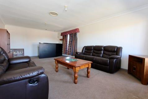 12 Sloman Court, Kelso, 2795, Central Tablelands - House / When size does matter! / Garage: 2 / Built-in Wardrobes / Open Fireplace / $439,000