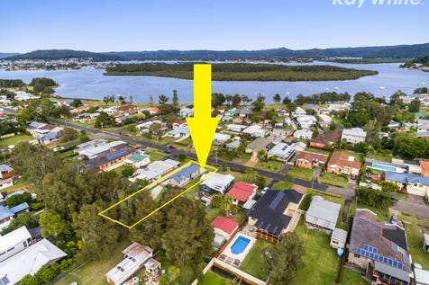 53 Malinya Rd, Davistown, 2251, Central Coast - House / Attention Extended Families or Investors - Positive Cash Flow Potential / Garage: 2 / Air Conditioning / Toilets: 2 / $650,000