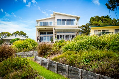 4 Bambury Avenue, Summerland Point, 2259, Central Coast - House / THE ULTIMATE IN WATERFRONT - ABSOLUTE WATERFRONT / Balcony / Swimming Pool - Inground / Garage: 3 / Open Spaces: 4 / Secure Parking / Air Conditioning / Alarm System / Toilets: 4 / $1,700,000