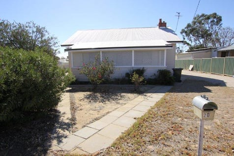 20 Cunningham Street, Merredin, 6415, East - House / STARTER HOME OR INVESTMENT ON A BIG 1100m2 BLOCK / Garage: 1 / Toilets: 1 / $120,000