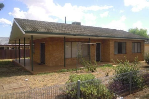 26 Russell Street, Parkes, 2870, Central Tablelands - House / AFFORDABLE AND COMFORT ! / Garage: 1 / Air Conditioning / Toilets: 1 / $229,000