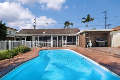 7 Sea Street, Umina Beach, 2257, Central Coast - House / FAMILY HOME WITH SWIMMING POOL / Garage: 1 / $765,000
