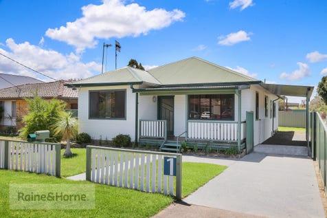 1 Australia Avenue, Umina Beach, 2257, Central Coast - House / Australia's Pride - House & Approved Cabin / Carport: 3 / Toilets: 3 / $840,000