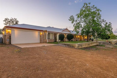 69 Coventry Crossing, Bullsbrook, 6084, North East Perth - House / LARGE FAMILY HOME IN QUIET LOCATION / Carport: 2 / Open Fireplace / $735,000
