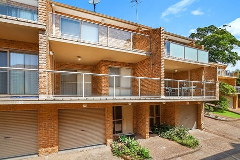 4/24-26 Whiting Avenue, Terrigal, 2260, Central Coast - Townhouse / Walk to beach / Balcony / Garage: 2 / Secure Parking / $649,999