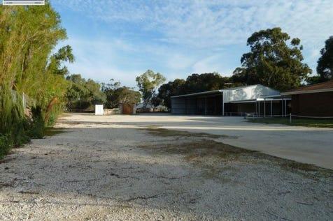 21 Station Street, Upper Swan, 6069, North East Perth - House / Location, Location!! / Carport: 3 / Garage: 1 / $530,000