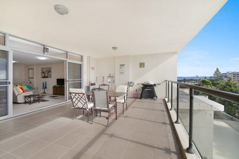 17/2-6 Warrigal St, The Entrance, 2261, Central Coast - Unit / MOST IMPRESSIVE UNIT ! / Balcony / Garage: 1 / Secure Parking / Built-in Wardrobes / $465,000