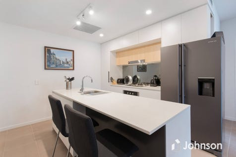 124/52 Grantson Street, Windsor, 4030, Northern Brisbane - Apartment / generous apartment available for vacant possession / Garage: 1 / Ensuite: 1 / Living Areas: 1 / Toilets: 2 / $410,000