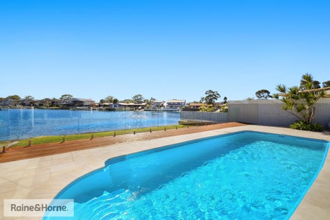 13 Mainsail Avenue, St Huberts Island, 2257, Central Coast - House / CHIC HAMPTONS STYLE WATERFRONT LIVING / Carport: 2 / $1,580,000