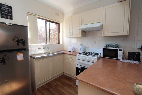 6/55 Piper Street, Bathurst, 2795, Central Tablelands - House / ONE FOR THE INVESTOR / Garage: 1 / Secure Parking / Toilets: 1 / $225,000