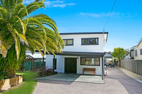16 Dianne Avenue, Lake Munmorah, 2259, Central Coast - House / ROOM FOR CARS,BOATS & VAN / Balcony / Carport: 4 / Garage: 2 / Secure Parking / Air Conditioning / Floorboards / Toilets: 2 / $465,000