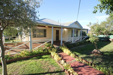 94 Inglis Street, Mudgee, 2850, Central Tablelands - House / LIVE, INVEST OR RENOVATE / Garage: 1 / Air Conditioning / Built-in Wardrobes / Living Areas: 1 / Toilets: 1 / $293,000