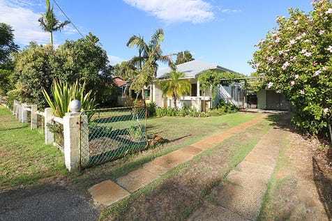 34 Iolanthe Street, Bassendean, 6054, North East Perth - House / CUTE AND QUIRKY WITH DEVELOPMENT POTENTIAL!! / Carport: 2 / $485,000