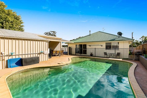 29 Catherine Street, Mannering Park, 2259, Central Coast - House / BEAUTIFULLY PRESENTED & PERFECTLY LOCATED! / Swimming Pool - Inground / Garage: 1 / Secure Parking / Toilets: 3 / $500,000