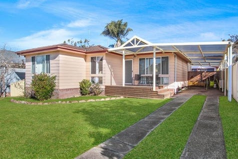 30 Carinya Street, Charmhaven, 2263, Central Coast - House / 4 Beds - Ensuite & Pool / Swimming Pool - Inground / Carport: 2 / Garage: 2 / Air Conditioning / Ensuite: 1 / $480,000