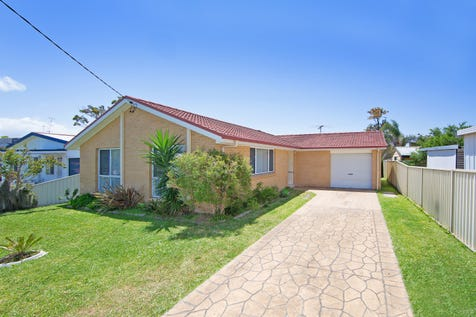 71 Oceanview Rd, Gorokan, 2263, Central Coast - House / What a GEM! Don't miss this one! / Garage: 1 / Toilets: 1 / $469,000