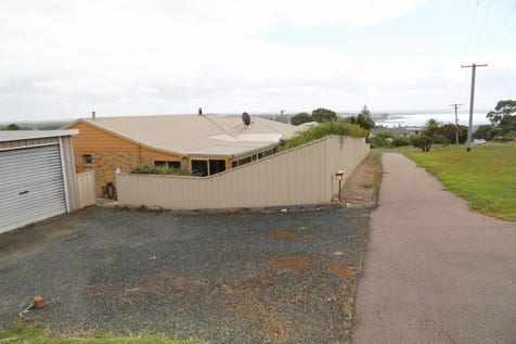 17 Twilight Beach Road, West Beach, 6450, East - House / Beyond Blue Bay / Carport: 1 / Garage: 2 / Secure Parking / Toilets: 2 / $550,000