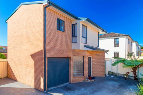 4/284 The Entrance Road, Long Jetty, 2261, Central Coast - Townhouse / Immaculate Contemporary Townhouse / Courtyard / Fully Fenced / Garage: 1 / Open Spaces: 1 / Remote Garage / Broadband Internet Available / Built-in Wardrobes / Dishwasher / Intercom / P.O.A