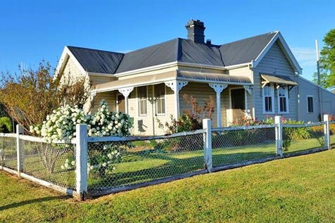 79 Carcoar St, Blayney, 2799, Central Tablelands - House / CHARMING THREE BEDROOM RENOVATED COTTAGE / Garage: 2 / $275,000