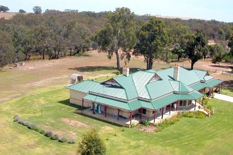 236 Nabaroo Road, Gingin, 6503, North East Perth - House / Luxurious Homestead on the banks of Moore River / Carport: 2 / Garage: 6 / $1,490,000