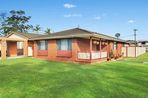 51 Barralong Road, Erina, 2250, Central Coast - House / Perfectly laid out to accommodate a family's every need / Garage: 1 / Air Conditioning / P.O.A