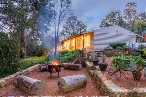 9 Hilltop Close, Mahogany Creek, 6072, North East Perth - House / COTTAGE CHIC / Shed / Carport: 1 / Broadband Internet Available / Dishwasher / Split-system Air Conditioning / Split-system Heating / Toilets: 1 / $475,000