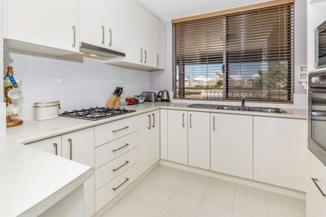65/25 The Parkway, Ellenbrook, 6069, North East Perth - Retirement Living / Fantastic location with views over the bowling green, close to the Clubhouse and across the road from the shops! / Courtyard / Outdoor Entertaining Area / Garage: 1 / Remote Garage / Air Conditioning / Built-in Wardrobes / Ensuite: 1 / $425,000
