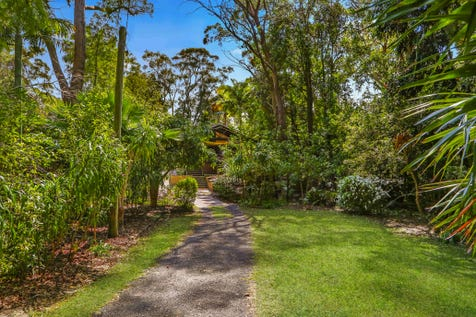 61 Crystal Ave, Pearl Beach, 2256, Central Coast - House / Spacious and comfortable 4 bedroom home on huge, tranquil 1865m2 block! / Garage: 2 / $1,300,000