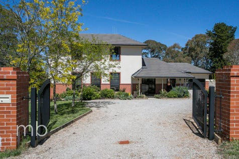 951 Pinnacle Road, Orange, 2800, Central Tablelands - Acreage/semi-rural / Breathtaking / Deck / Fully Fenced / Outdoor Entertaining Area / Garage: 2 / Remote Garage / Secure Parking / Air Conditioning / Alarm System / Built-in Wardrobes / Dishwasher / Ducted Heating / Ducted Vacuum System / Floorboards / $1,150,000