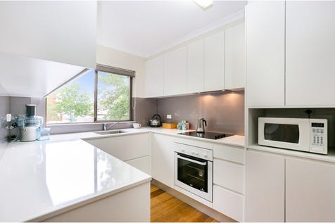 Unit 1, 205 Albany Street, Point Frederick, 2250, Central Coast - Unit / 2 bedroom unit / Balcony / Carport: 1 / Remote Garage / Secure Parking / Built-in Wardrobes / Dishwasher / Floorboards / Gas Heating / P.O.A