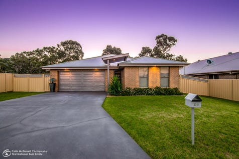 20 Nashs Flat Place, Mudgee, 2850, Central Tablelands - House / STYLISH MODERN HOME WITH CARAVAN PARKING / Garage: 3 / Air Conditioning / $469,000