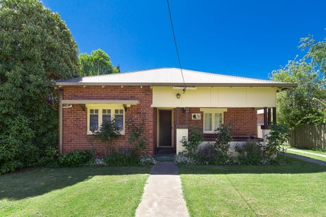 16 Endsleigh Avenue, Orange, 2800, Central Tablelands - House / Bright & Bold / Carport: 2 / Garage: 2 / $329,990