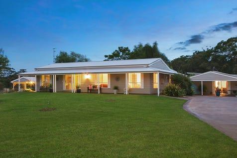 4 Bates Close, Tumbi Umbi, 2261, Central Coast - House / Spacious living opens onto sunroom overlooking the pool / Carport: 6 / $990,000