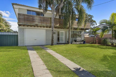 134 Lakedge Avenue, Berkeley Vale, 2261, Central Coast - House / Renovated family home close to the lake / Garage: 1 / $550,000