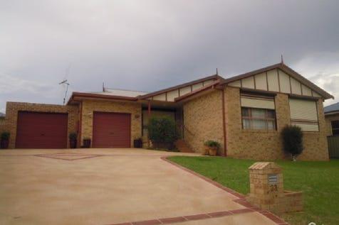 33 Park Street, Parkes, 2870, Central Tablelands - House / COMFY & AFFORDABLE! / Carport: 1 / Garage: 1 / Air Conditioning / Toilets: 1 / P.O.A