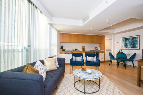 1410/30 Glen, Milsons Point, 2061, Lower North Shore - Apartment / PERFECT FOR THE DOWN SIZERS LOOKING FOR A CITY PAD.  MAKE AN OFFER NOW  -THIS IS A TERRIFIC BUY.  PETS ALSO WELCOME IN THE COLONNADES COMPLEX  / Broadband Internet Available / Built-in Wardrobes / Dishwasher / Floorboards / Gym / Indoor Spa / Intercom / $830,000